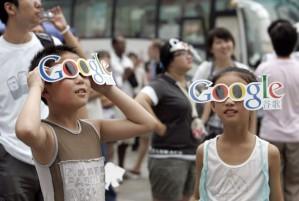 Children-observe-a-solar--001