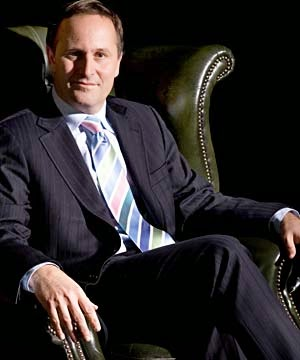 John-Key-leather-chair-DimPost.wordpress.com_
